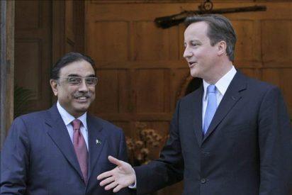 Cameron y Zardari intentarán calmar la tensión política entre ambos gobiernos