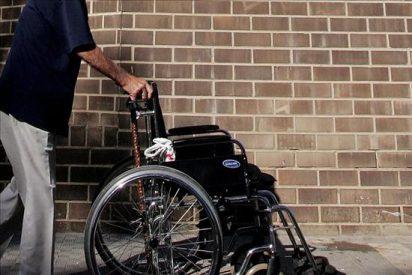 Acusado por conducir ebrio su silla de ruedas que chocó contra un coche policial
