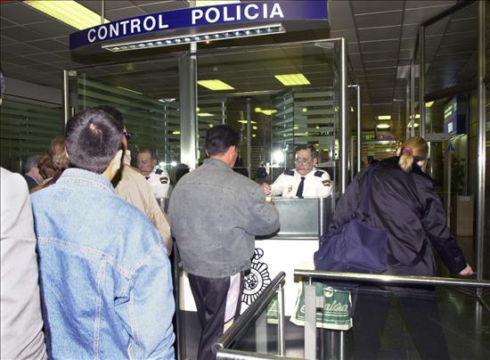 Se reducen en 100.000 los extranjeros residentes, primer descenso desde 2008