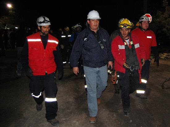 Mineros atrapados en norte de Chile pueden disponer de oxígeno para 72 horas