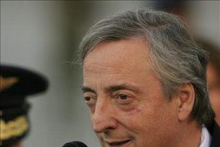 El mediador Kirchner se topa en Bogotá con la denuncia de Uribe a Chávez ante la CPI