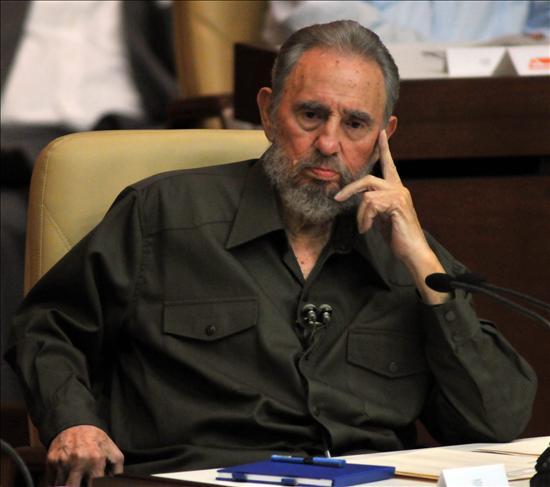 Fidel Castro interviene en la Asamblea Nacional tras cuatro años de ausencia