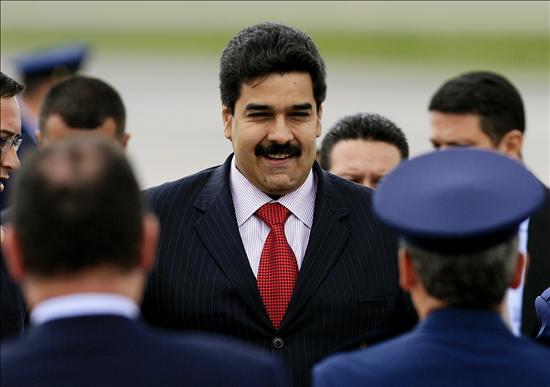 Maduro expresa en Bogotá la disposición de Venezuela de avanzar con Santos