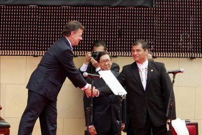 Santos ofrece diálogo a las FARC y reconstruir los lazos con Venezuela y Ecuador