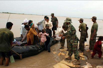 Más de 1.300 poblados en peligro por brechas en dos presas del sur paquistaní