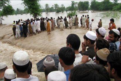 Las inundaciones dejan un drama sanitario en el norte y avanzan con fuerza al sur