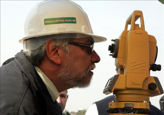 Lugo mantiene el ritmo de trabajo antes de someterse a pruebas médicas en Brasil