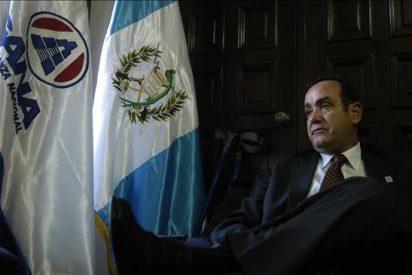 Un tribunal guatemalteco ordena el arresto de un opositor refugiado en la embajada de Honduras