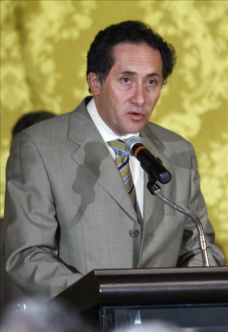 """Ecuador dice que la información dada por Colombia son """"copias espejo"""" de los ordenadores de Reyes"""