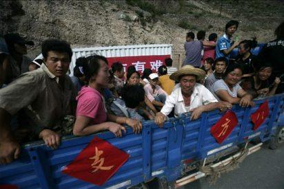 Rescatan a un hombre tras 50 horas enterrado entre los escombros en China