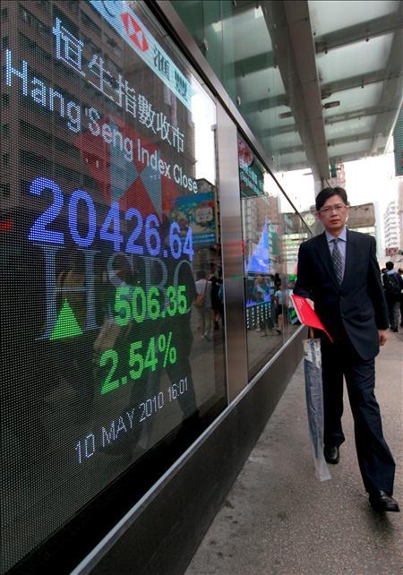 El índice Hang Seng sube 0,32% en la apertura, 68,67 puntos, hasta 21.542,27