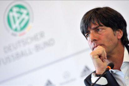 """Löw dice que Özil fue mejor que Messi, porque el argentino jugó """"en un mal puesto"""""""