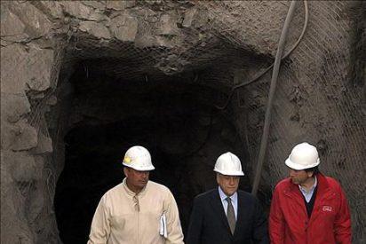 El presidente chileno cesa a tres altos cargos tras el derrumbe en una mina