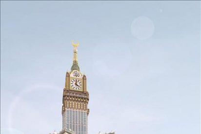 Arabia Saudí estrena un reloj en La Meca, supuestamente el mayor del mundo