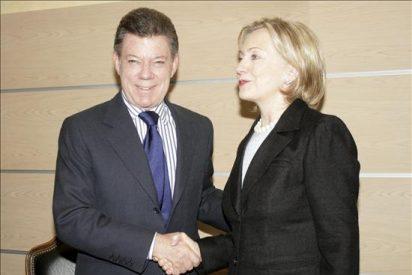 """Clinton espera una """"solución positiva"""" de las diferencias entre Colombia y Venezuela"""