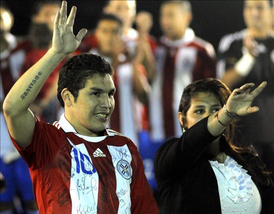 Cabañas y la selección paraguaya homenajeados antes del amistoso ante Costa Rica