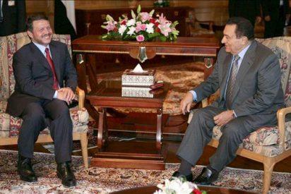 Abás, Mubarak y Abdalá II abordarán hoy en El Cairo el diálogo palestino-israelí