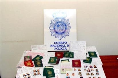 Medio centenar de detenidos por falsificar documentos a inmigrantes ilegales