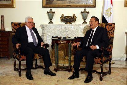 El presidente egipcio estudia con el palestino y el rey de Jordania el posible comienzo del diálogo directo