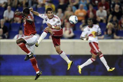 Los Red Bulls, de Márquez, lograron su primer triunfo y Espíndola dio el empate