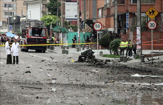 Un atentado con coche bomba deja nueve heridos, muchos daños y conmoción en Bogotá