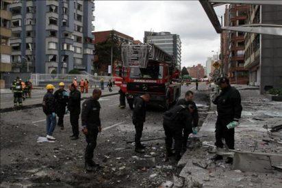 Periodistas califican de atentado a la libertad de expresión la bomba en Bogotá