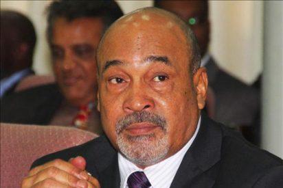 El ex dictador Desi Bouterse jura a su cargo como presidente de Surinam