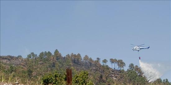 Dos brigadistas antiincendios mueren en un fuego forestal en Pontevedra