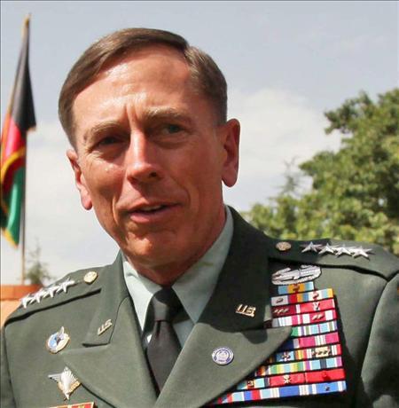 Petraeus considera posible prolongar la retirada de las tropas de Afganistán