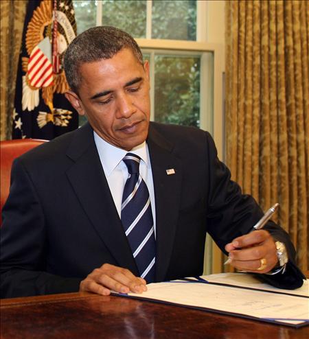 Obama firma la ley dotada con 600 millones de dólares para aumentar la seguridad fronteriza