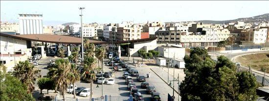 Dos periodistas de La Razón, retenidos por la Policía marroquí en la frontera