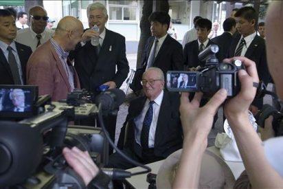 El líder ultraderechista francés Le Pen visita el polémico templo Yasukuni