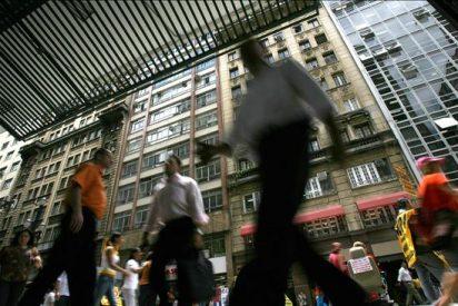 Los hombres tienen mejores contactos para lograr ascensos, según un estudio