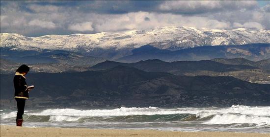 Buscan a cuatro personas que desembarcaron anoche en la costa de Alicante