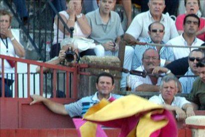 Cayetano Rivera sufre una fractura de clavícula por una cogida en Baeza