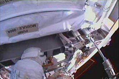 Astronautas de la EEI sustituyen, por fin, la bomba averiada del sistema de refrigeración