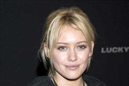 Hilary Duff se casó con el jugador canadiense de hockey Mike Comrie
