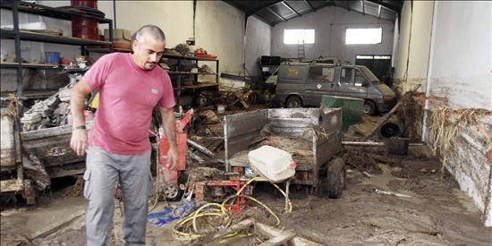 Miles de vecinos despiden a los tres fallecidos por las lluvias en Córdoba