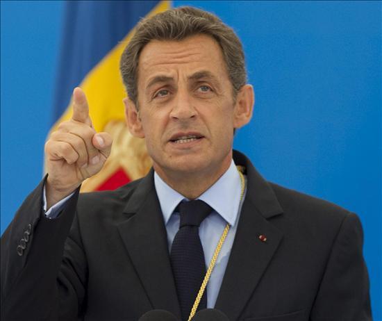 Sarkozy desoye las críticas y comienza a deportar gitanos