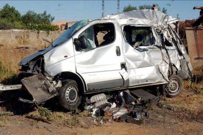 La N-V permanece cortada por un accidente de camión de mercancías peligrosas