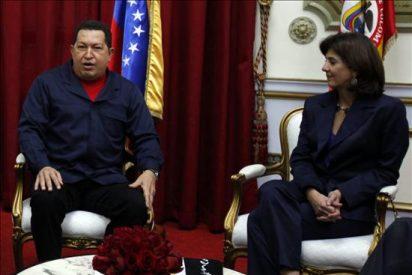 Chávez recibe a la canciller colombiana en el palacio presidencial de Miraflores