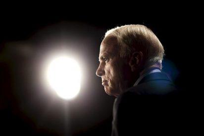 """El senador republicano John McCain, un """"genio"""" de Twitter en EE.UU."""