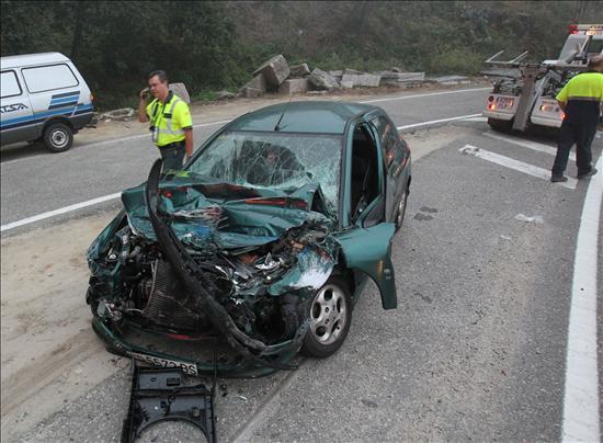 Un fallecido y tres heridos graves en un choque frontal en O Páramo (Lugo)