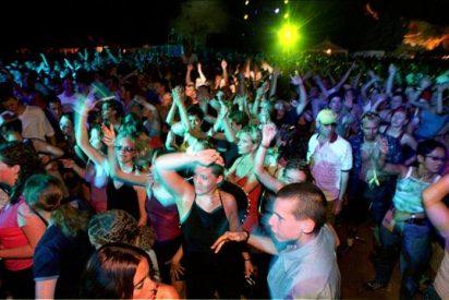 Cuatro heridos, uno de carácter reservado, al caer una bailarina en una discoteca de Ibiza