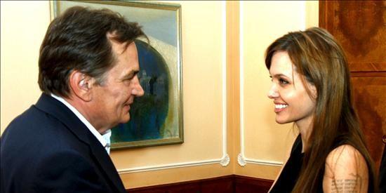 Angelina Jolie dirigirá una filme sobre la guerra bosnia, según la prensa