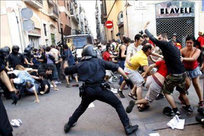 Carga policial de los Mossos contra una marcha espontánea de los radicales