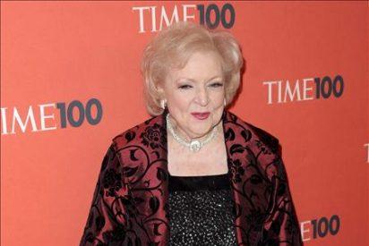 Betty White se hace con el quinto Emmy de su carrera