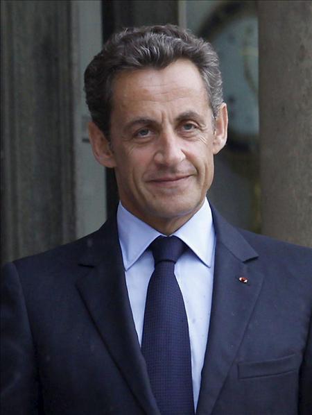 """Sarkozy """"juega con fuego"""" con la inmigración, según un dirigente socialista"""
