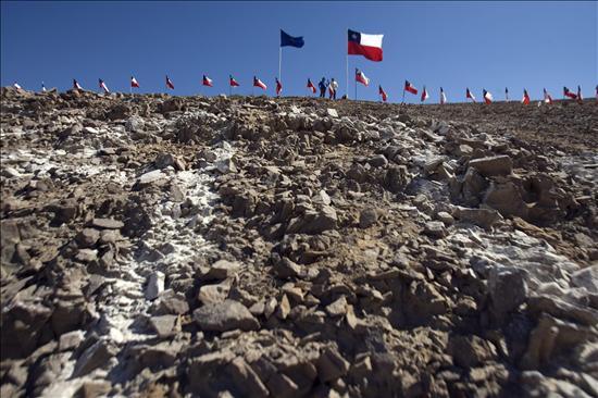 El presidente Piñera confirma que los 33 mineros chilenos están vivos