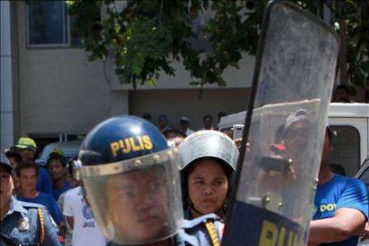 Un ex policía secuestra un autocar con unos 25 extranjeros y niños en Manila